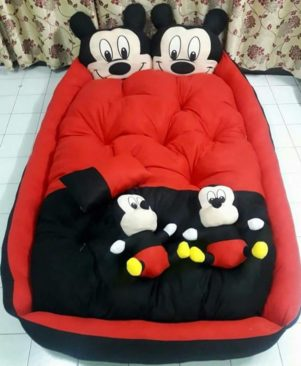 BEAUTIFUL TOY BED