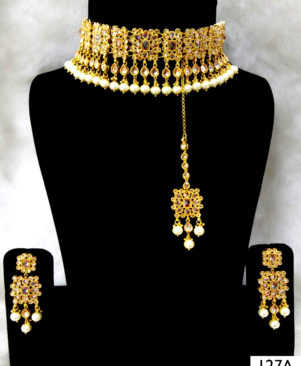 Golden Bridal Wear Necklace Set With Maang Tika