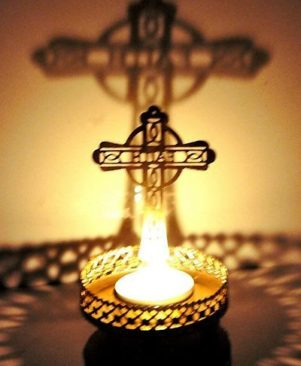 Shadow Christmas Cross Tealight Candle Holder